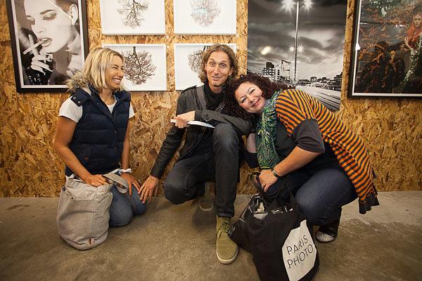 Foto-Enthusiasten: Mit Unterwasser Fotografin Maya Almeida (li.) und Galeristin Laura Noble (re.)